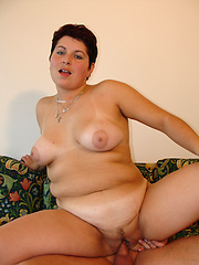 Big European housewive knows how to work a cock