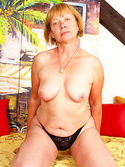 Granny gapes her cunt for some thick dick!