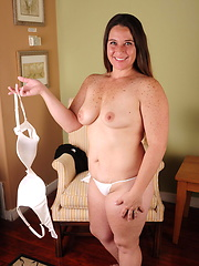 Amazing american housewive plays with shaved pussy