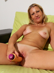 Amateur milf putting sex toy into own shaved hole
