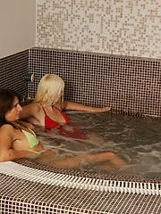 Amateur matures pics from sauna