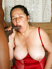 This mature like to fuck with black guys
