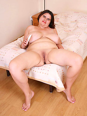 Naughty fat busty plugs her smoothie with a dildo