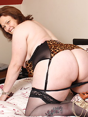 Chubby Big booty British housewife playing alone