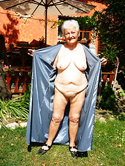 Giving my granny pussy a nice tan