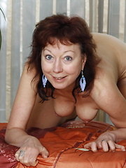 Mommy showing her wet pussy