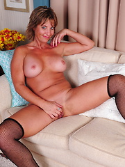 Horny American housewife showing off er dirty mind