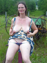 Country mature falshers showing tits and pussies