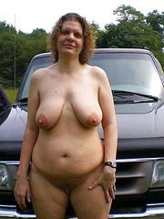 Take in car a mature semi-nude slut and have fun