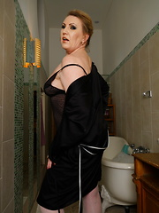 Naughty mature lady ready for her bath